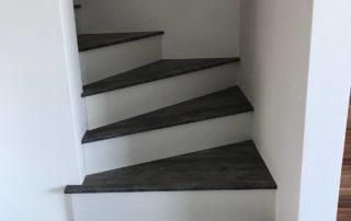 Drevotrieskove-schody-vo-farbe-Borovica-Jackson-2