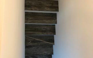 Drevotrieskove-schody-vo-farbe-Borovica-Jackson-3