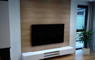 Obývacia-izba-biela-lesklá-hickory-prirodne