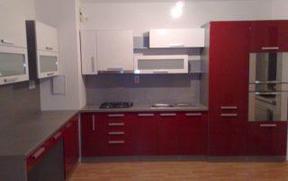 kuchynská-linka-červená-biela-lesklá-1