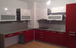 kuchynská-linka-červená-biela-lesklá-2