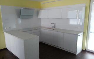 kuchynská-linka-biela-lesklá-chorvátsky-grob-1