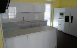 kuchynská-linka-biela-lesklá-chorvátsky-grob-2