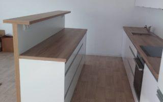 kuchynská-linka-farba-biela-lesklá-orech-pacifik-a-blum-otváranie-2
