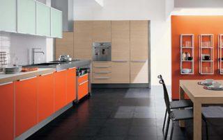 kuchynska-linka-farba-oranzova-v-kombinacii-drevo-sklo