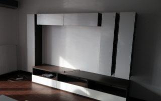 obyvacia-izba-biela-a-tmava