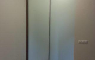 posuvne-dvere-mliecne-sklo