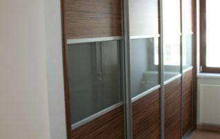 rolldoor-delene-dvere-hnede-so-sklom