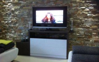 tv-stolik-biela-leskla
